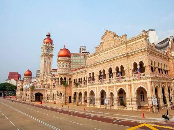 Bangunan ini dikenali sebagai Pejabat Baru Kerajaan, dan apabila Persekutuan Tanah Melayu terbentuk pada 1948, Bangunan Sultan Abdul Samad telah dinamakan sebagai Sekretariat Persekutuan.