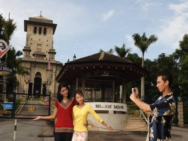 Bangunan Sultan Ibrahim dibina pada tahun 1938 dan dijadikan sebagai pusat pentadbiran kerajaan negeri Johor