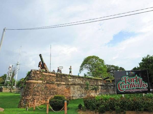 Fort Cornwallis yang terletak dekat Padang Kota Lama ialah kubu bersejarah yang dibina pada 1786 oleh Francis Light ketika menawan Pulau Pinang.